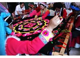 妇幼儿童 | 阿坝州妇女羌绣就业帮扶中心:羌绣带动少数民族地区发展